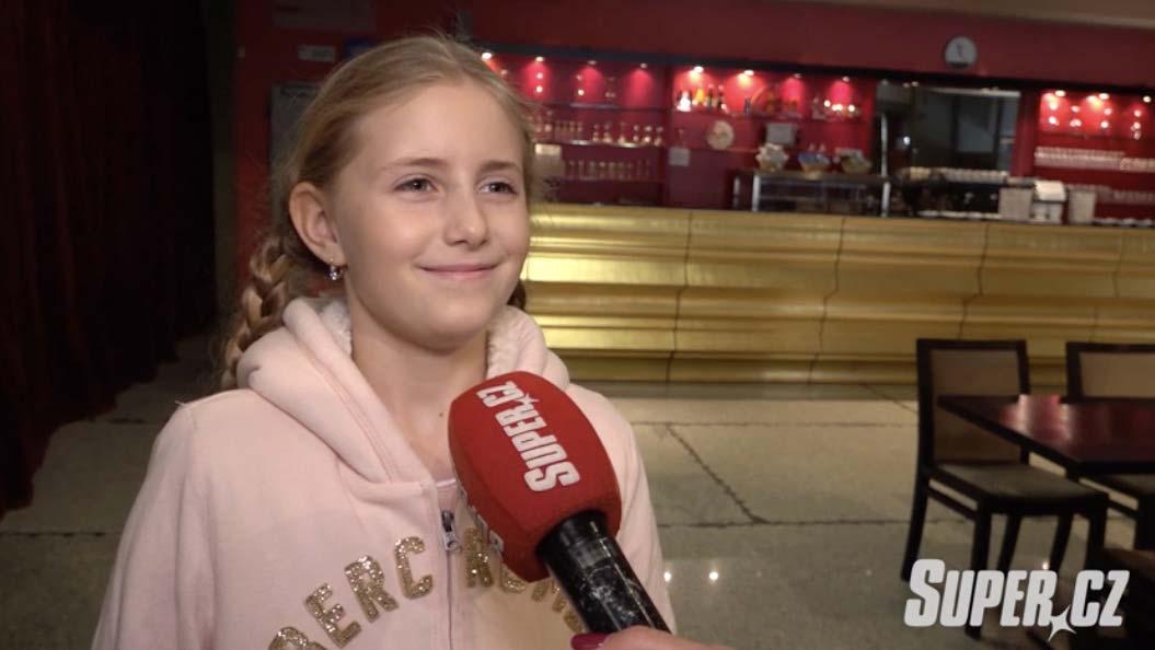 K tátovi do Čarodějky se ještě nehodí: Emilka Janečková (11) ale i tak buduje kariéru zpěvačky. Čeká ji už třetí role