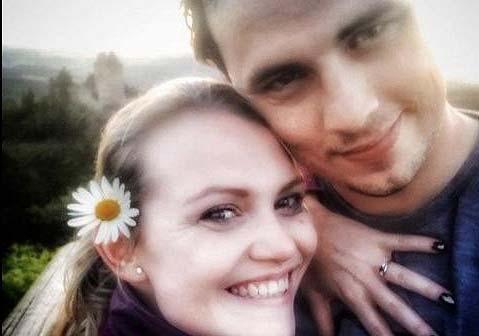 Blonďatá zpěvačka se bude vdávat! Hvězda muzikálu Čarodějka ukázala zásnubní prsten