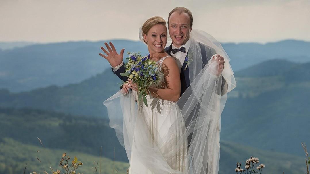 Blonďatá Čarodějka se vdala za bývalého hokejistu: Takhle jí to slušelo ve svatebním