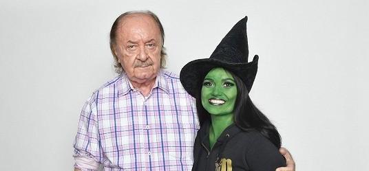 Budete mít husí kůži: Tuto nádhernou árii z muzikálu Čarodějka zpívá na zeleno natřená zpěvačka