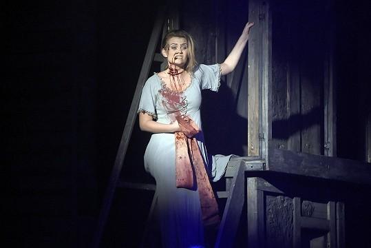 V Čarodějce je zelená, v dalším muzikálu rudá od krve: Zpěvačka je zvyklá na jevišti umírat