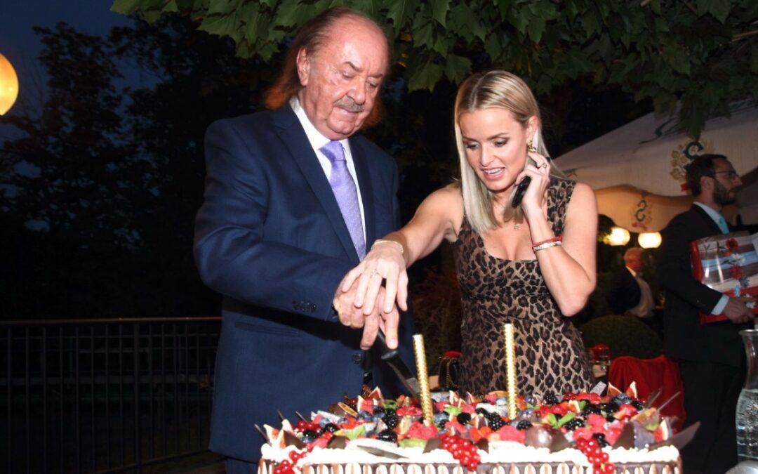Hudební boss František Janeček slaví narozeniny. Kdo nesmí chybět a proč nedorazí nejmladší dcera?
